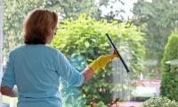 Kvinner tar fortsatt rengjøringen