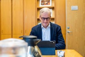 Støre krever svar fra Solberg om regjeringsgrunnlaget