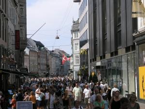 Danmark dropper krav om seks overnattinger for norske turister