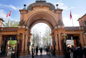 223 mister jobben i Tivoli i København