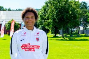 Hønefoss-spiller Emma (16) måler seg mot Norges beste fotballjenter