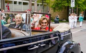 30 år på tronen: Kongeparet takker Norge