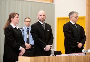 Breivik begjærer seg prøveløslatt og varsler nytt søksmål