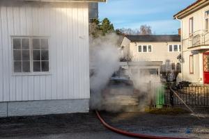 En til sykehus etter brann i Hønefoss
